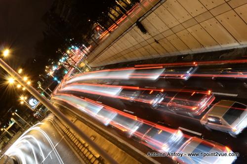 voiture-pont-flou-mouvement