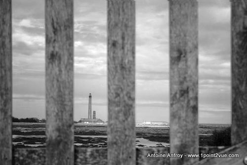 phare barriere bois