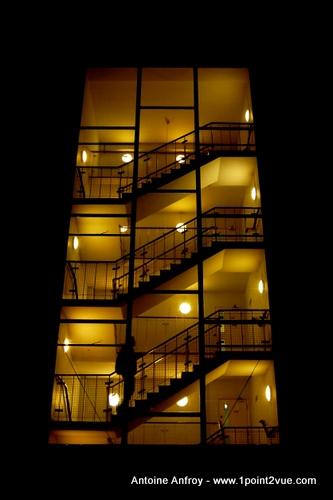 cage escalier nuit